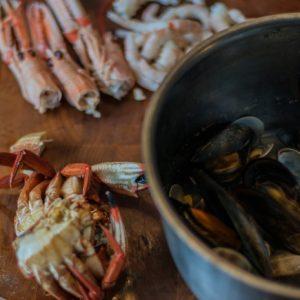 mara catering servicio de catering madrid receta Crema de Nécoras y Cigalas con ravioli de marisco