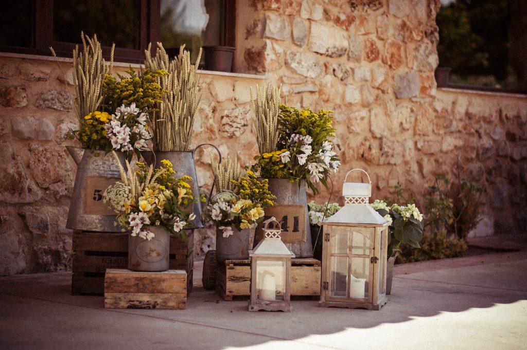 decoración mesa alargada,catering boda, precio catering boda, ,maracatering ,boda en el jardin ,boda en casa de campo,boda en la naturaleza, flores, boda con estilo ,boda original ,con encanto,DECORACION BODA CATERING BODA SERVICIO MADRID MARA CATERING FINCA MONTE DE CUTAMILLA