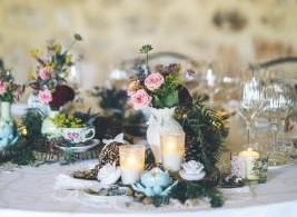 centro de mesa, decoración floral,maracatering catering bodas madrid finca monte de cutamilla,decoración mesa alargada,catering boda, precio catering boda, ,maracatering ,boda en el jardin ,boda en casa de campo,boda en la naturaleza, flores, boda con estilo ,boda original ,con encanto